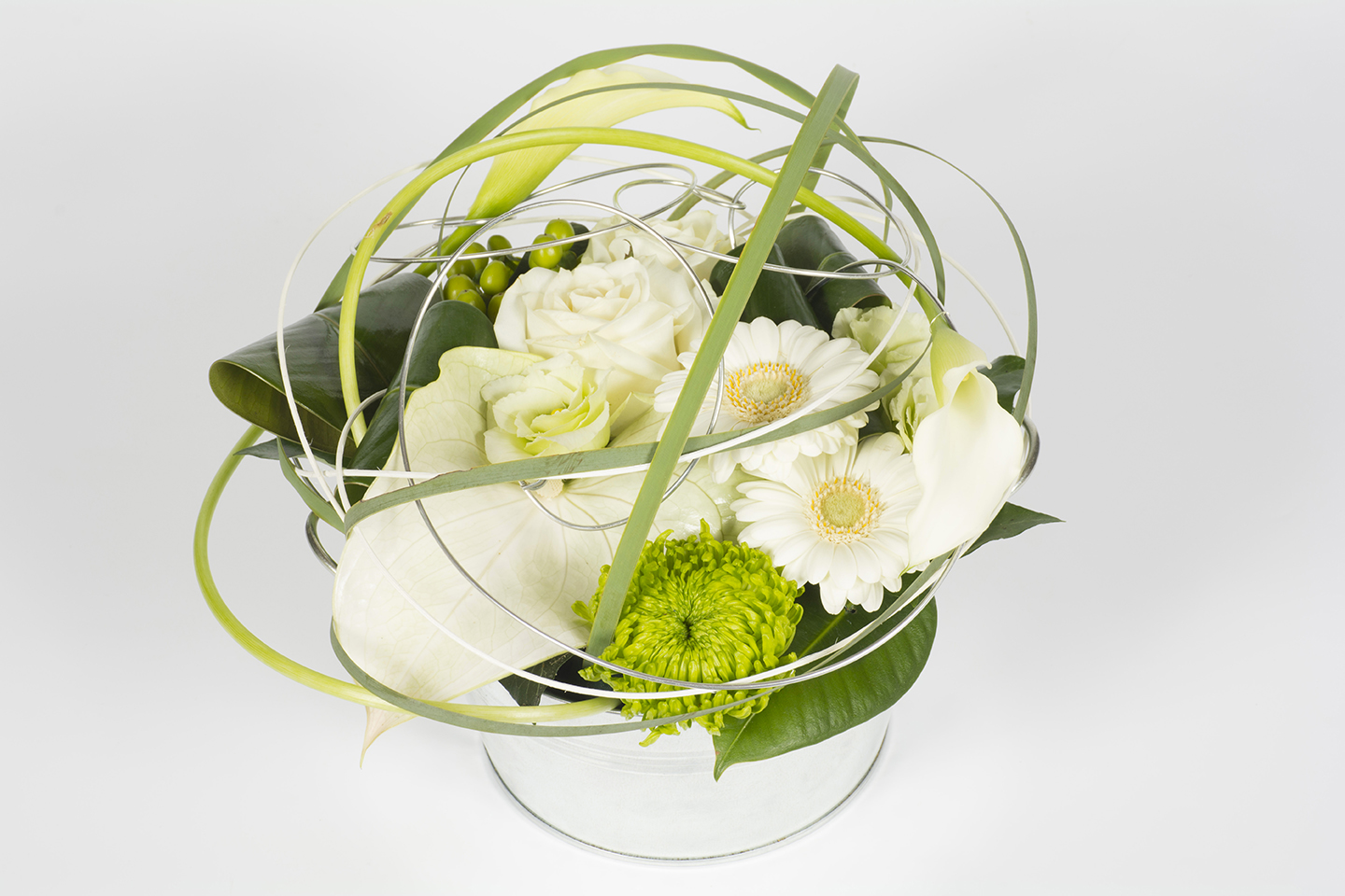 composition florale ronde callas blanc et vert sph re