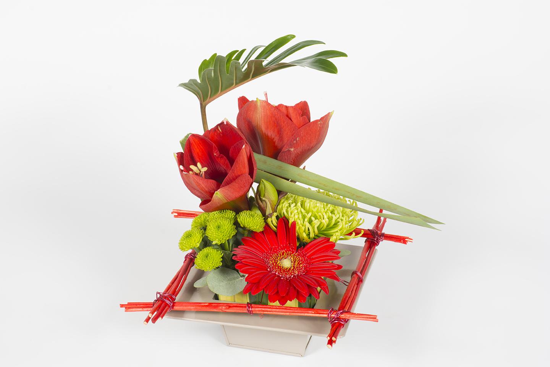 composition florale carr rouge feu d 39 artifice. Black Bedroom Furniture Sets. Home Design Ideas