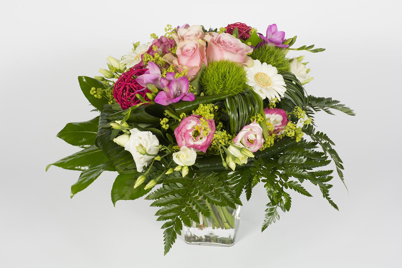 bouquet rond rose et blanc bonbon livraison fleurs le mans. Black Bedroom Furniture Sets. Home Design Ideas
