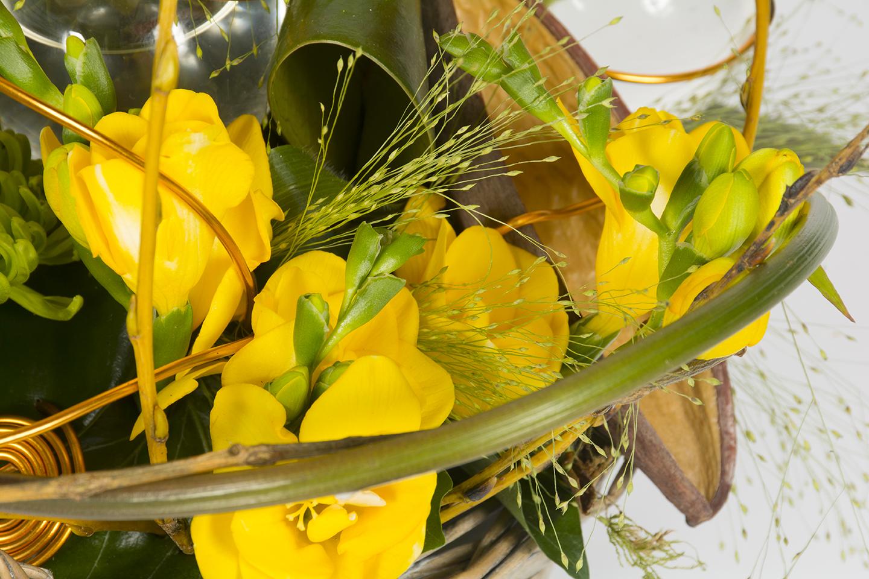 composition florale ronde jaune et orange ambre livraison fleurs le mans. Black Bedroom Furniture Sets. Home Design Ideas