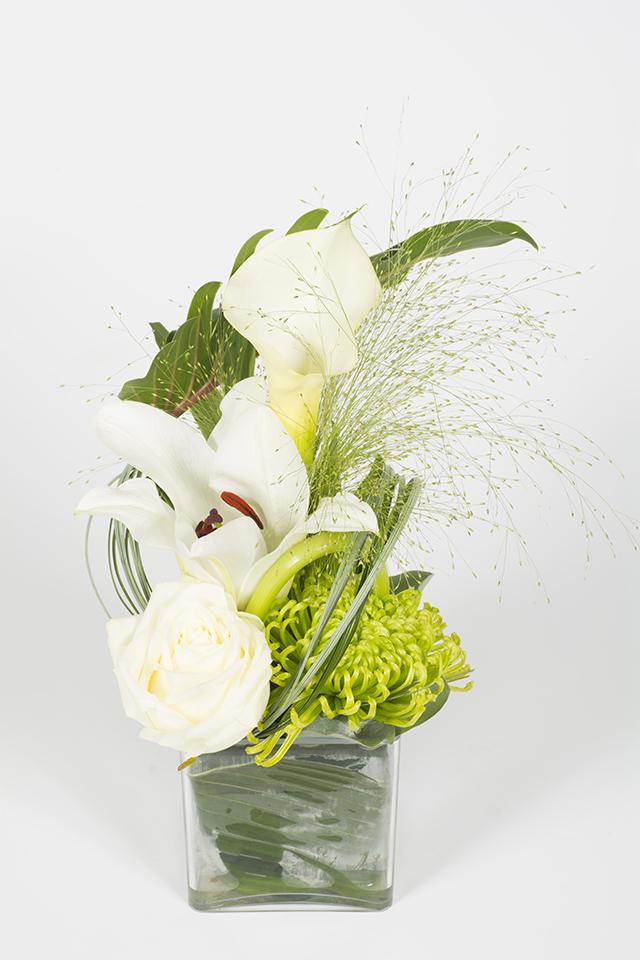 Composition florale mi hauteur blanc et vert tincelle for Livraison composition florale