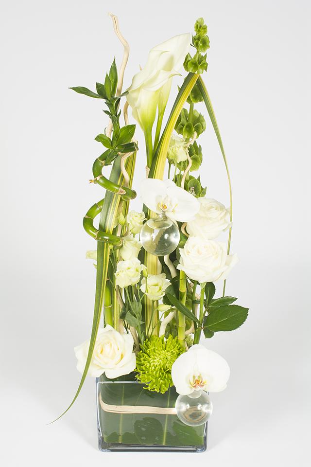composition florale hauteur verte et blanche signature livraison fleurs le mans. Black Bedroom Furniture Sets. Home Design Ideas