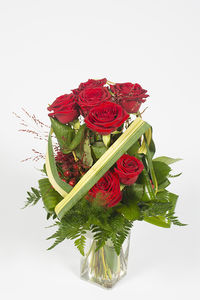 Bouquet de roses rouge en fagot – Baies